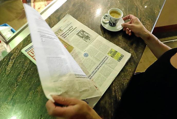 ¿Es seguro leer el periódico del bar?