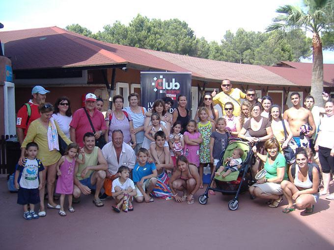 1.800 personas celebran el aniversario del Club en Aqualand