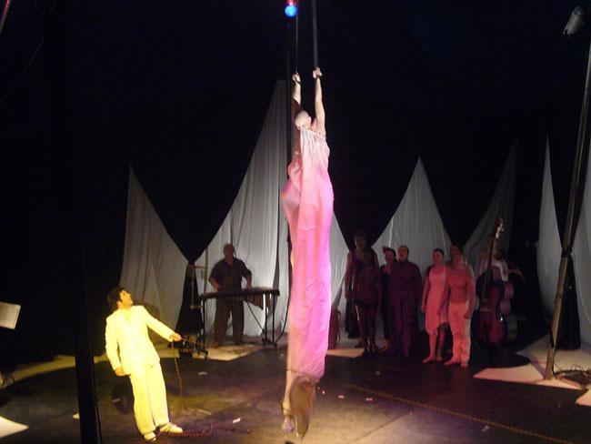 El Cirque Bouffon se presenta ante el Club